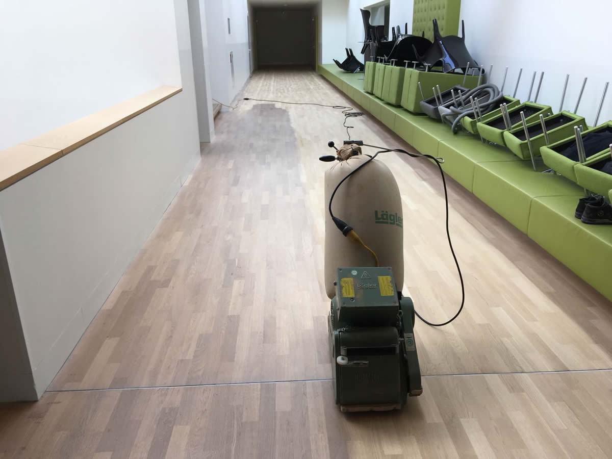 Pvc Vloeren Assen : Vloeren en trappen schuren en lakken in het cultuurcentrum de