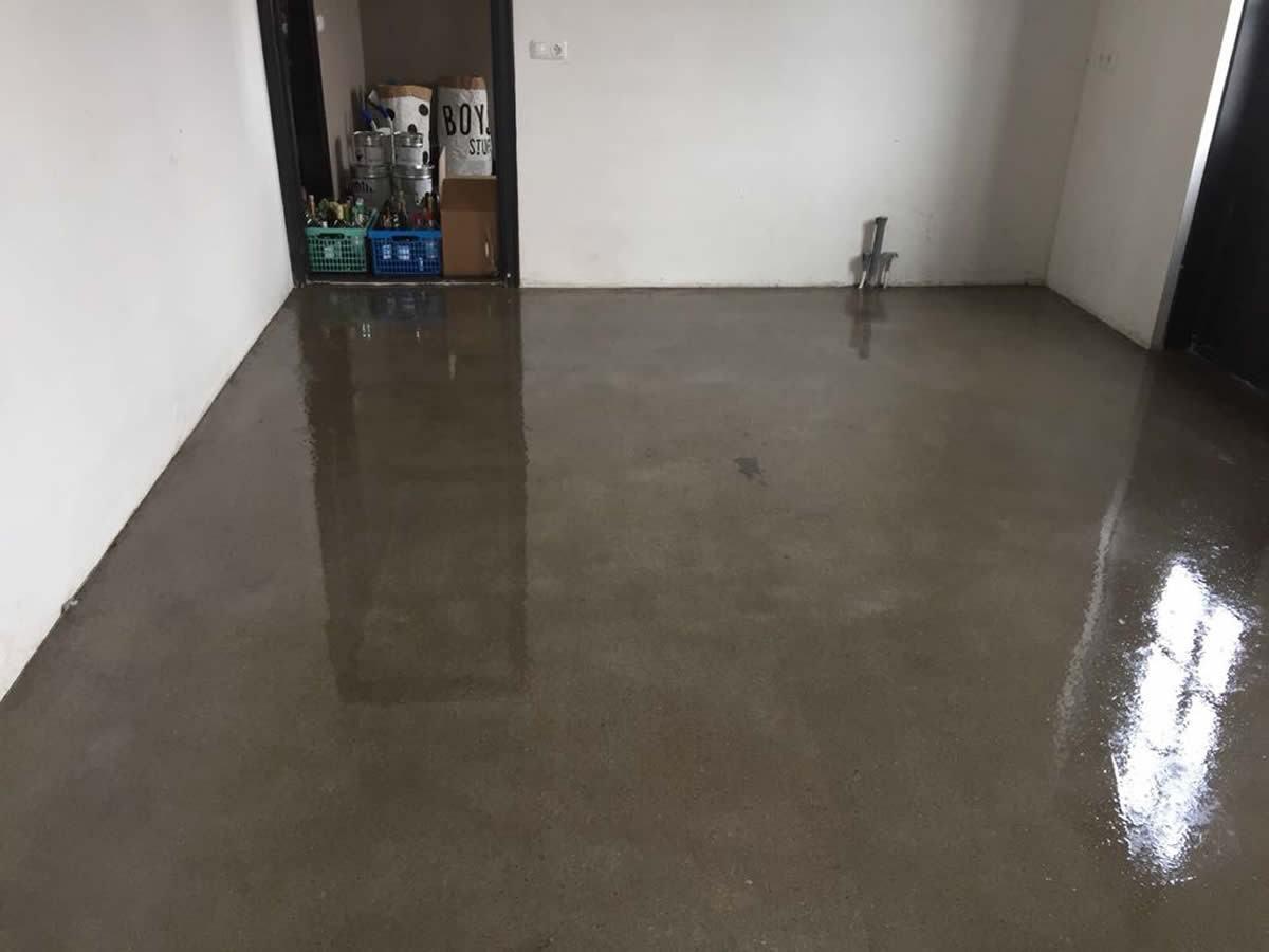 Garagevloer coaten kosten: vloercoating. een betonvloer verven. hoe
