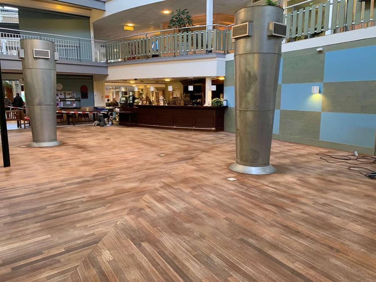 Linoleum Vloer Onderhoud : Veendam grootschalig onderhoud van linoleum en houten vloeren in