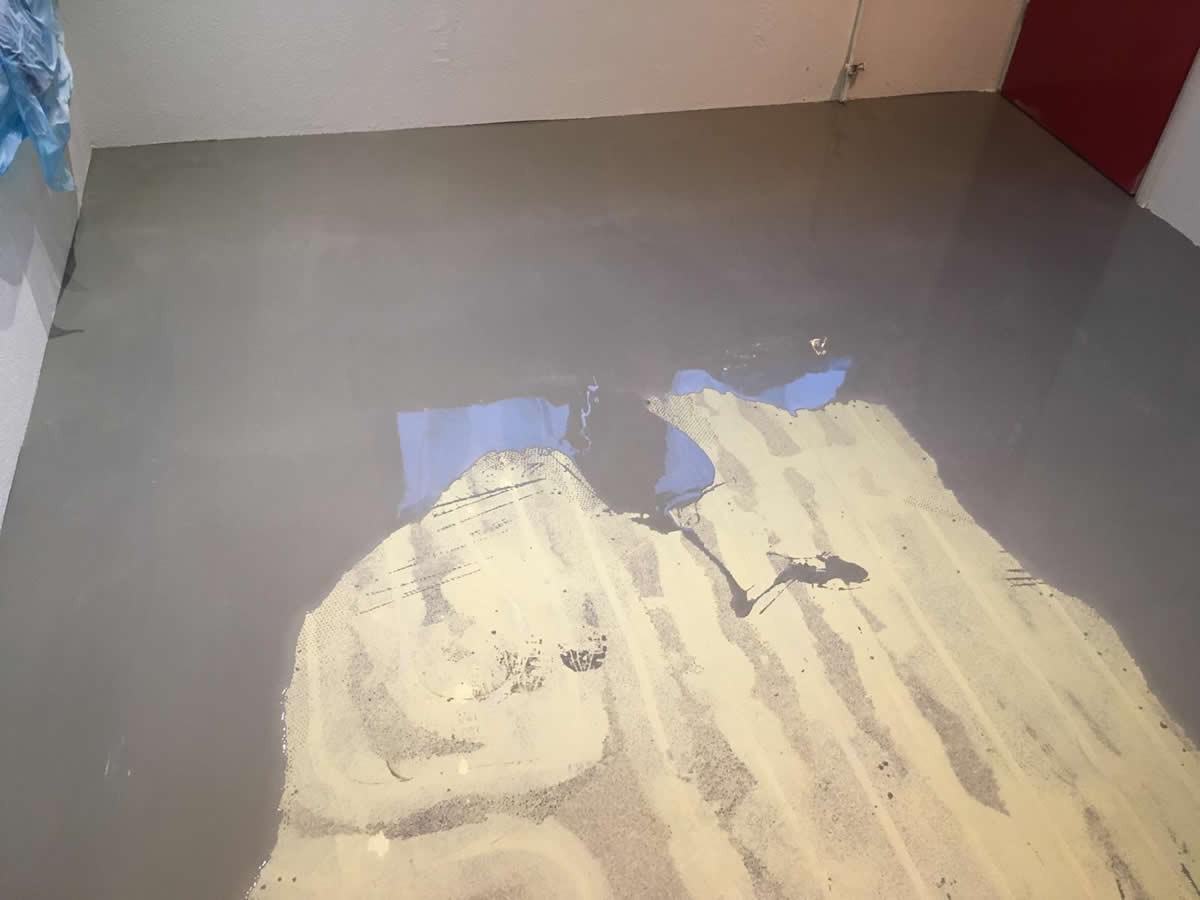 Voor ratering isolaties in buinerveen vloeren geëgaliseerd